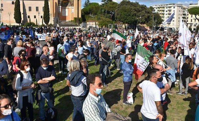 İtalya Kovid-19 tedbirlerini tartışıyor