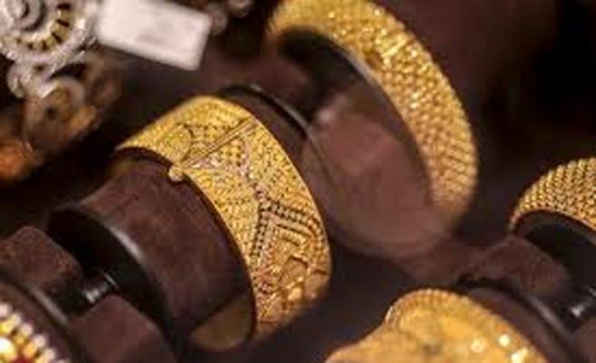 Kazakistanlılar altın stoklamaya başladı
