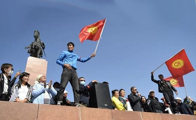 Kırgız halkı artık sahnede yeni politikacıları görmek istiyor