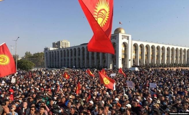 Kırgızistan Cumhurbaşkanı Ceenbekov, ülkedeki siyasi güçlere seslendi
