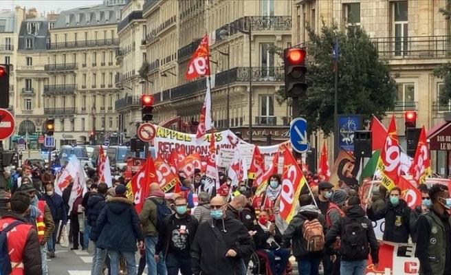 Macron hükümeti sendikalar ve göçmenler tarafından protesto edildi