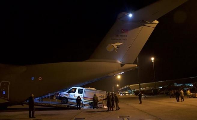 MSB: 8 uçak sabaha kadar İzmir'e teçhizat ve ekipleri taşıdı