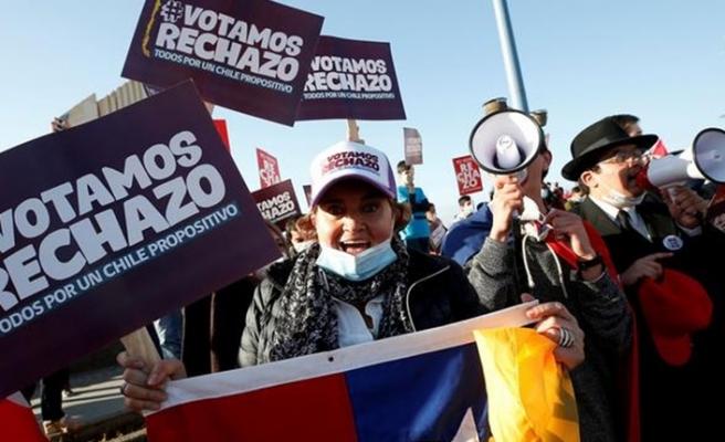 Şili'de halk anayasanın yeniden yazılmasına onay verdi