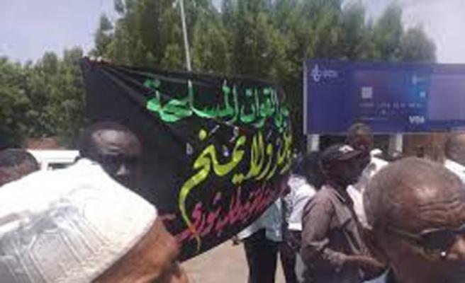 Sudan'da işten atılan ordu mensupları gösteri düzenledi