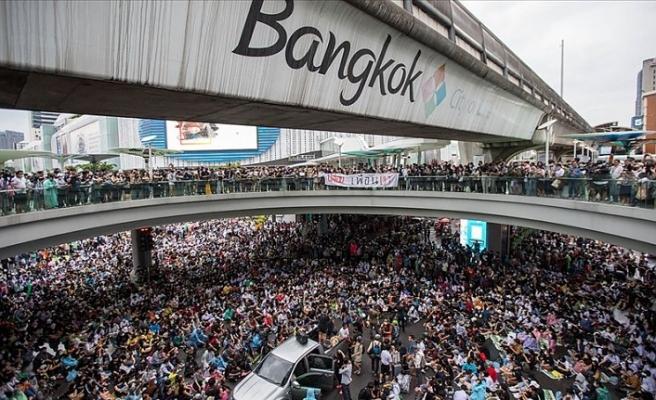 Tayland'da hükümet karşıtı protestolar yasak dinlemiyor