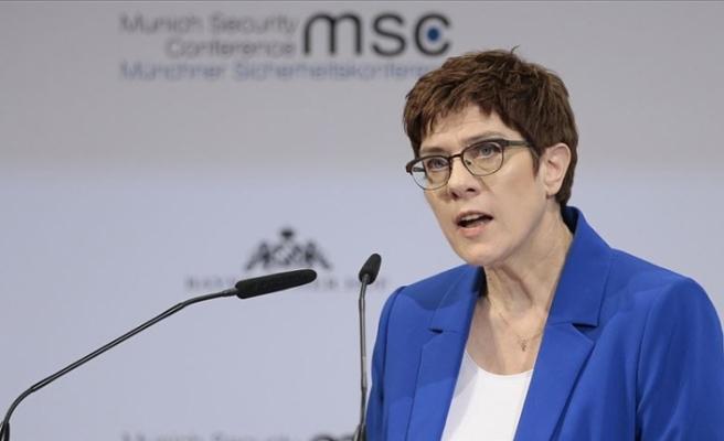 Savunma Bakanı açıkladı! Almanya ABD'li askerlerin ülkeden ayrılmasını istemiyor!