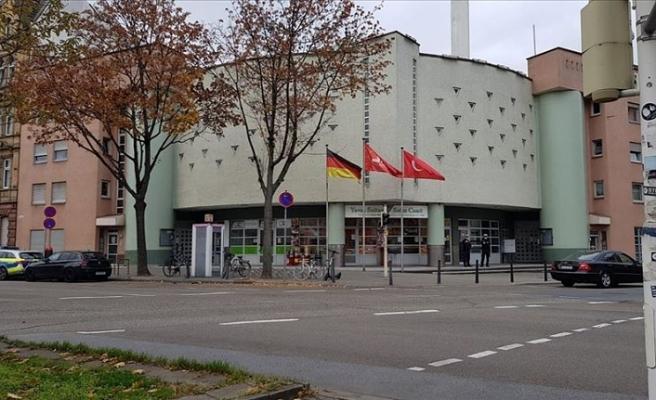 Almanya'da camiye İslamofobik saldırı!