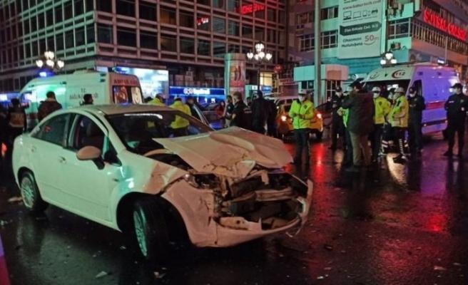 Ankara'daki trafik kazasında 2'si polis 5 kişi yaralandı