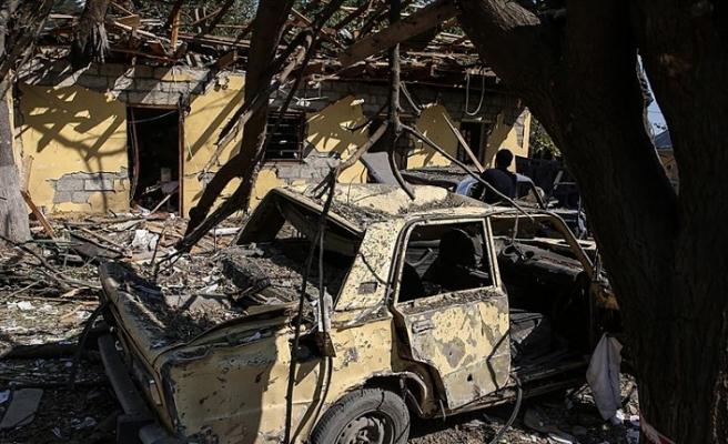 Ermeniler evleri ve ormanlık alanları ateşe verip öyle gidiyor