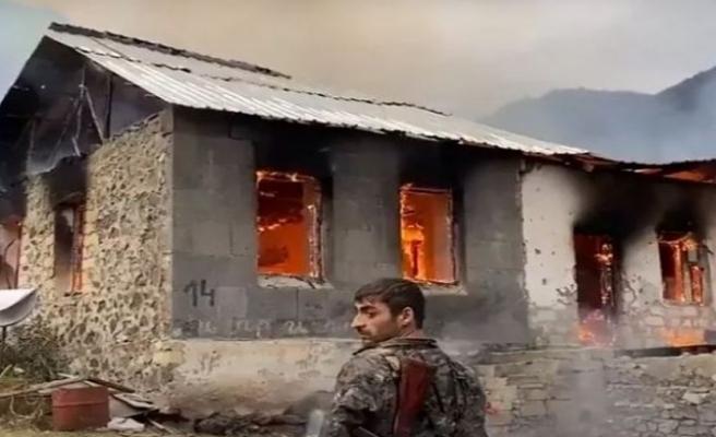 Ermeniler terk ettikleri yerleri yakıyor