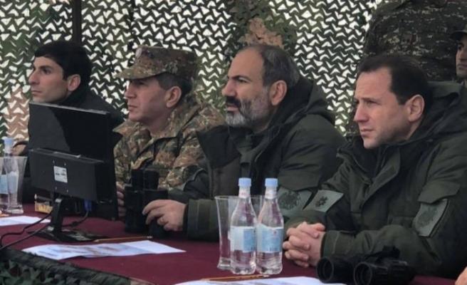 Ermenistan'da istifa depremi!