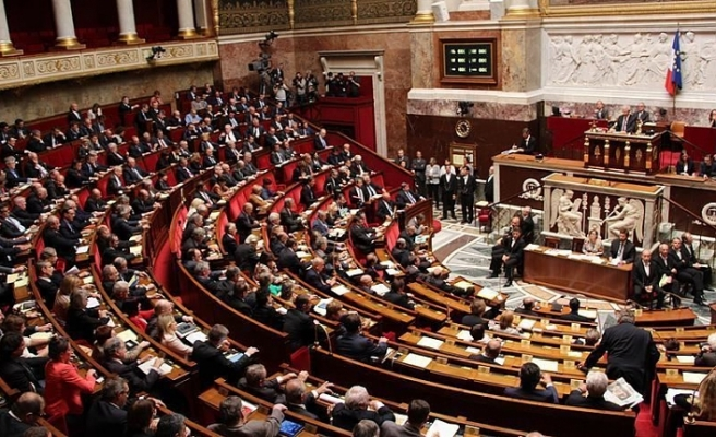 Fransa'da tartışmalı madde parlamentodan geçti