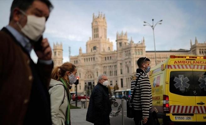 İspanya'da son 24 saatte Kovid-19'dan 435 kişi hayatını kaybetti