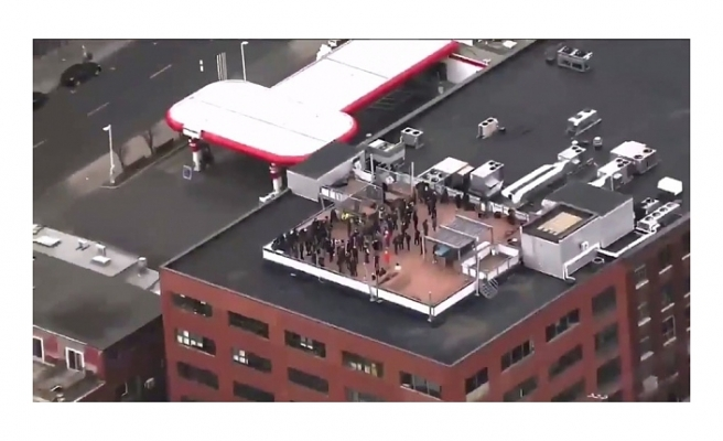 Kanada'da polis operasyonu! Bir binanın çatısında onlarca kişi gözaltına alındı
