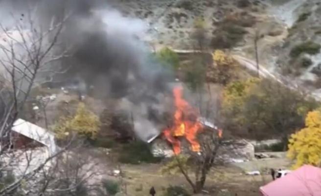 Karabağ'ı terk eden ermeniler evleri ve ormanları yakıyor