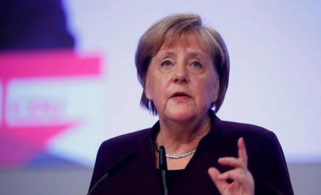 Merkel'den Avusturya'ya destek mesajı