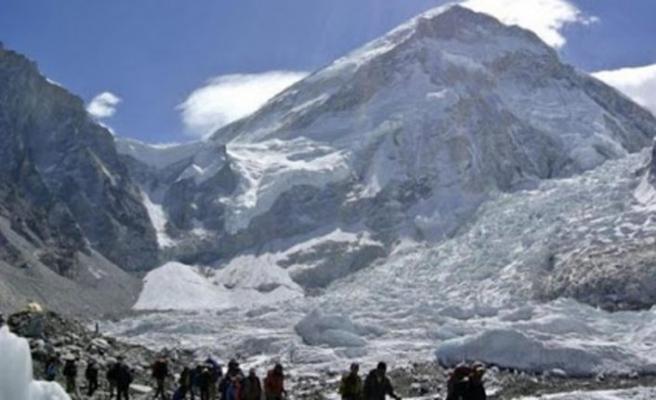 Nepal, yabancı dağcı ve yürüyüşçülerin ülkeye girmesine izin verdi