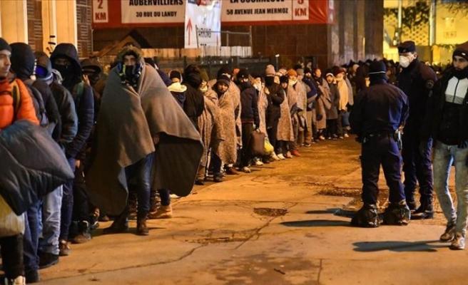 Paris'te yaklaşık 2 bin düzensiz göçmenin kaldığı kamp tahliye edildi