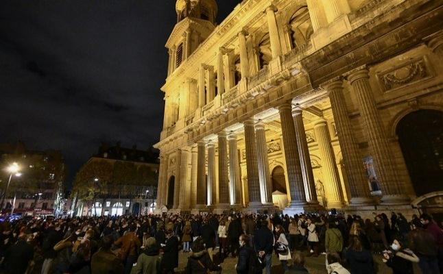 Pazar ayinlerine kapanan kiliseler Fransızları kızdırdı