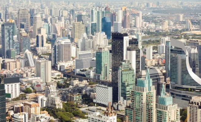 Tayland'da anayasal reform tasarılarını görüşülüyor