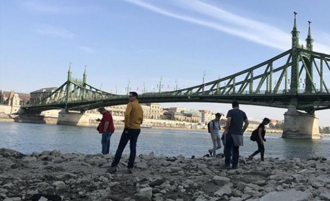 Tuna Nehri'nde Osmanlı dönemine ait taş gülle bulundu