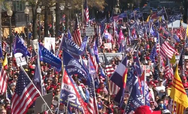 Washington'da seçimlerede hile yapıldığını düşünen yüz binler Trump'a destek gösterisi yaptı