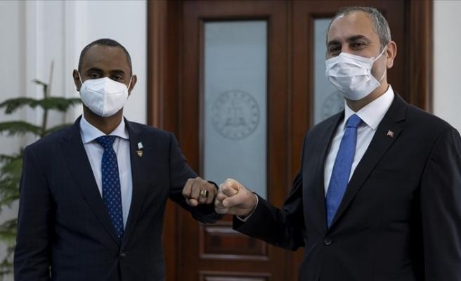Adalet Bakanı Gül Somalili yeni mevkidaşı Nur ile görüştü