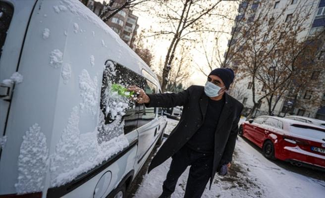 Ankara'da kar yağışı etkili oldu: Her yer beyaza büründü