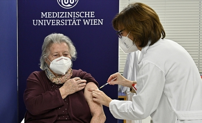 Avusturya ve İtalya'da ilk Kovid-19 aşıları yapıldı