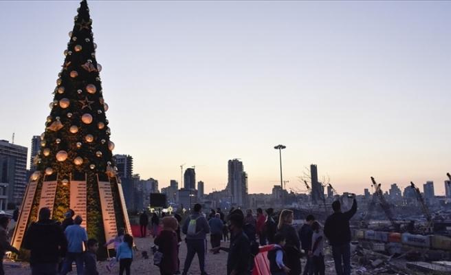 Lübnan'da Noel kutlamalarında Beyrut patlamasının kurbanları unutulmadı