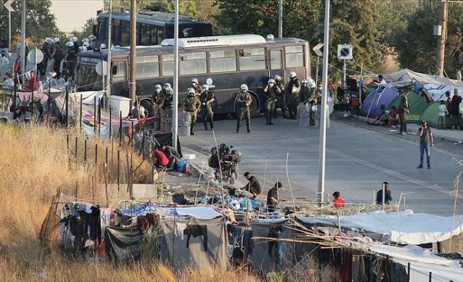 Yunanistan'da binlerce göçmen zehirlenme riski altında tutuluyor