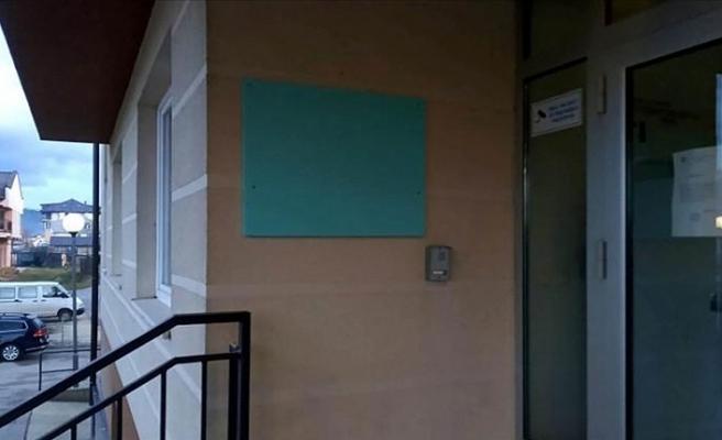 'Bosna Kasabı' Karadzic'in adı yazılı tabela öğrenci yurdunun duvarından kaldırıldı