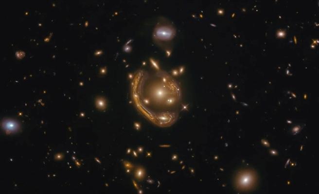 Hubble Uzay Teleskobu devasa Einstein halkasını görüntüledi