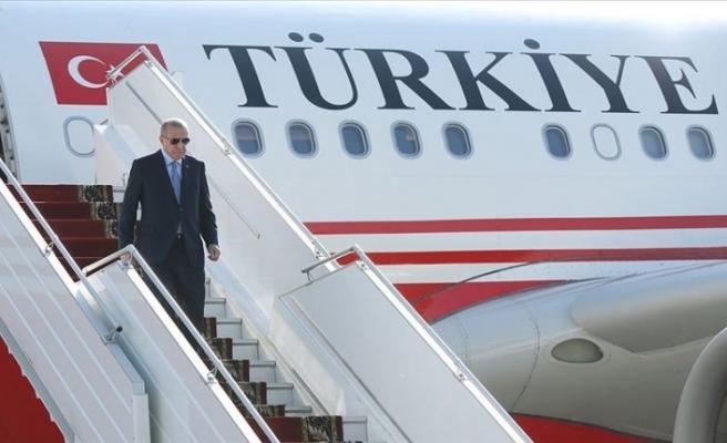 Erdoğan'ın uçağı Azerbaycan Bakü'ye indi