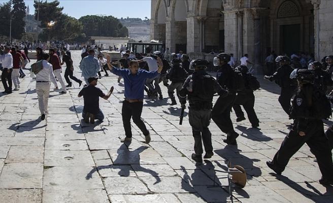 Fanatik Yahudiler Mescid-i Aksa'yı rahatsız etmeye devam ediyor