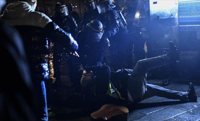 Fransa'da polisler şiddet uyguladıklarını itiraf etti