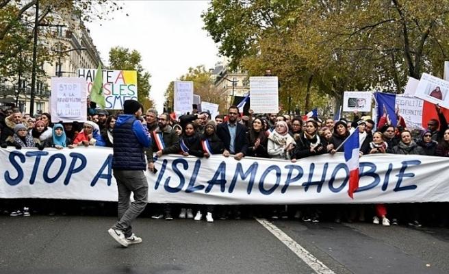 Fransa hükümeti Müslümanları hedef alan yasa tasarısını kabul etti