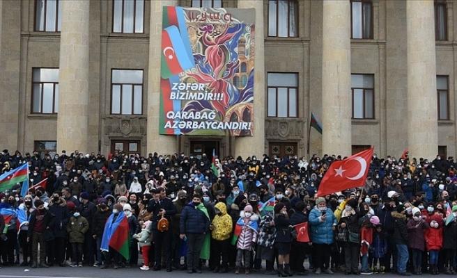 Azerbaycan halkı Zafer Geçit Törenini coşkuyla izledi