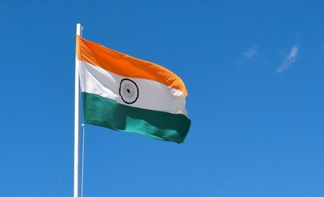 Hindistan siyaseti etkili ismini Kovid-19'a kurban verdi