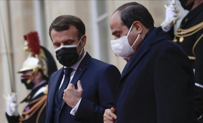 Independent: Macron Sisi'yi ödüllendirdi