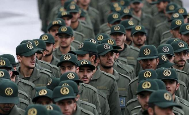 İran'da çatışma! Bir muhafız öldürüldü