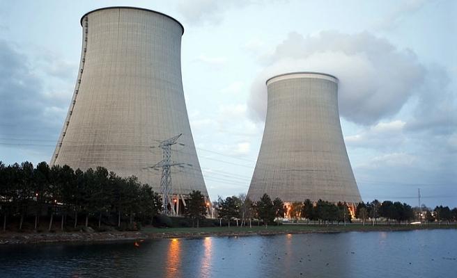 İran'da nükleer faaliyeti hükümet onayladı Meclis reddetti