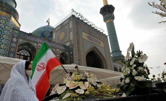 İranlı nükleer bilimci Fahrizade'nin mezarına ziyaretçi akını