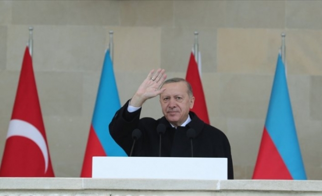 İranlı uzmanlar, Erdoğan'ın okuduğu şiire tepkileri eleştirdi