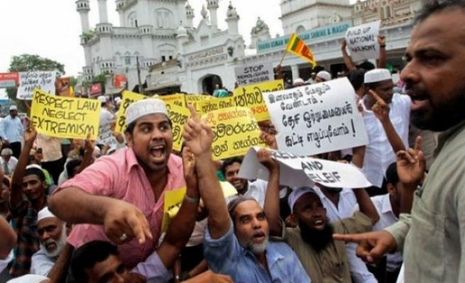 Müslüman cenazelerini zorla yakıyorlar!