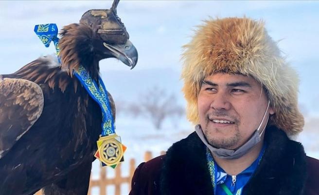 Kazakistan'da üç bin yıllık gelenek: Kartalla avcılık