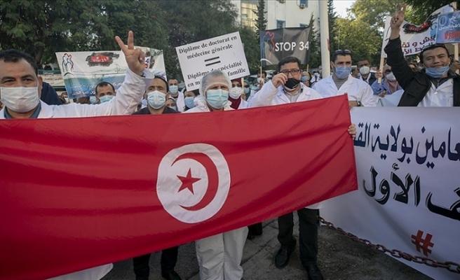 Kuzey Afrika ülkesi Tunus'ta doktorlar greve gitti