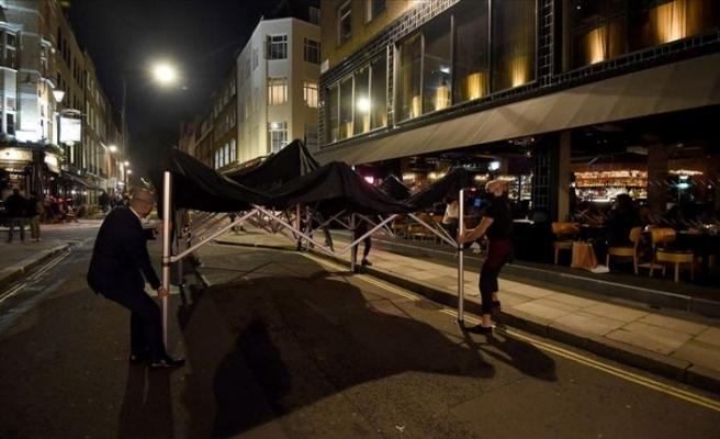 Londra'da Kovid-19 önlemleri kapsamında restoran, sinema ve tiyatrolar kapatıldı