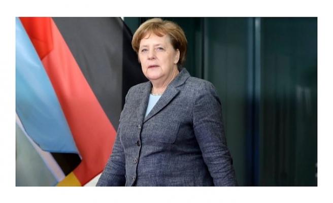 Almanya Başbakanı Merkel'den Türk doktorlara övgü