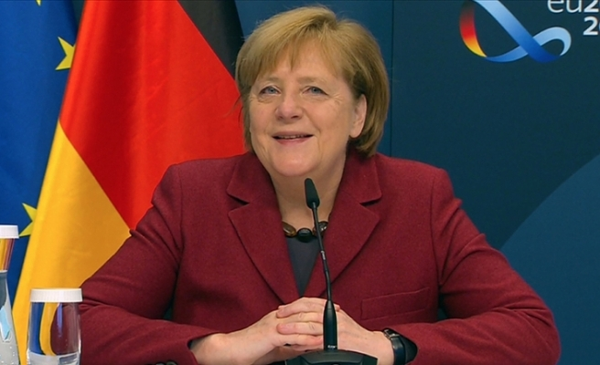 Merkel, BioNTech'in kurucuları Uğur Şahin ve Özlem Türeci ile görüştü